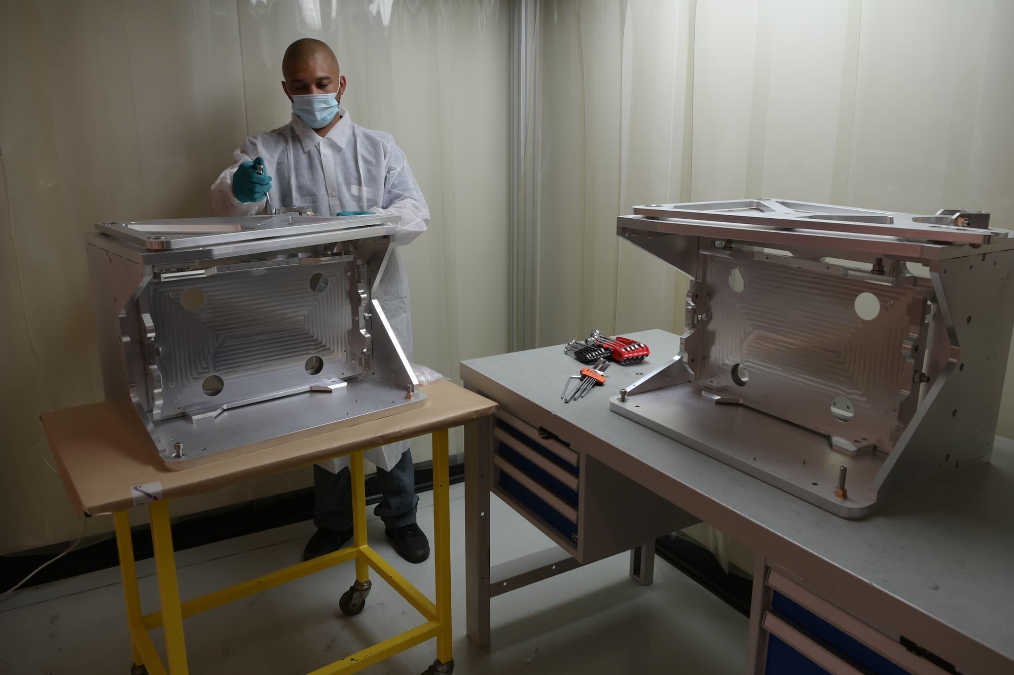 montage sous-ensemble mécanique sous atmosphère contrôlée - AMV