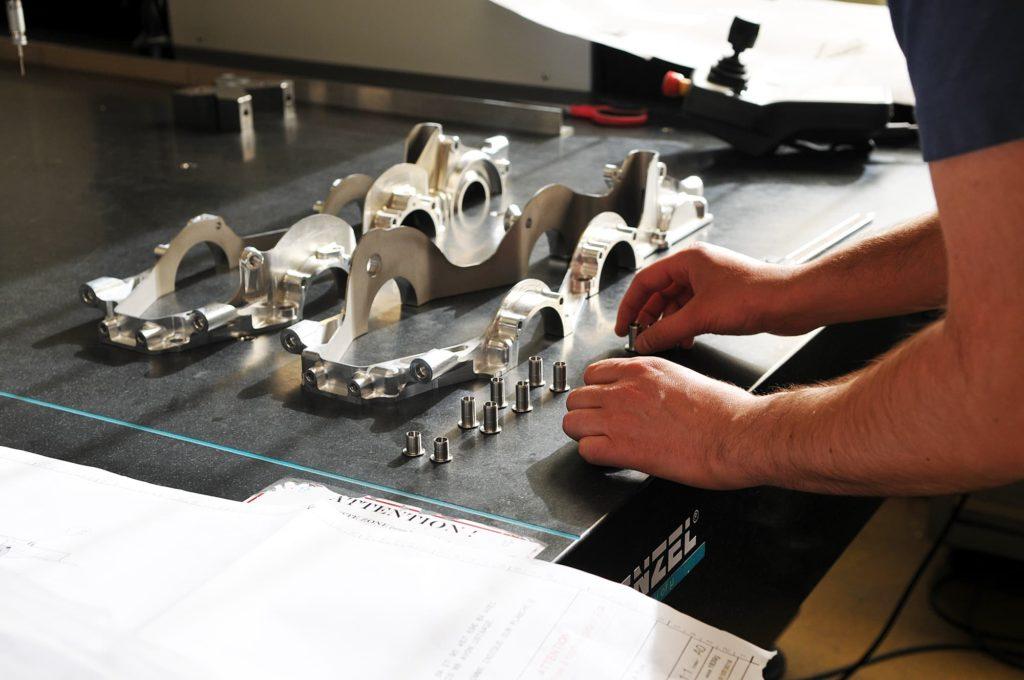 assemblage prototype mécanique automobile de compétition - AMV